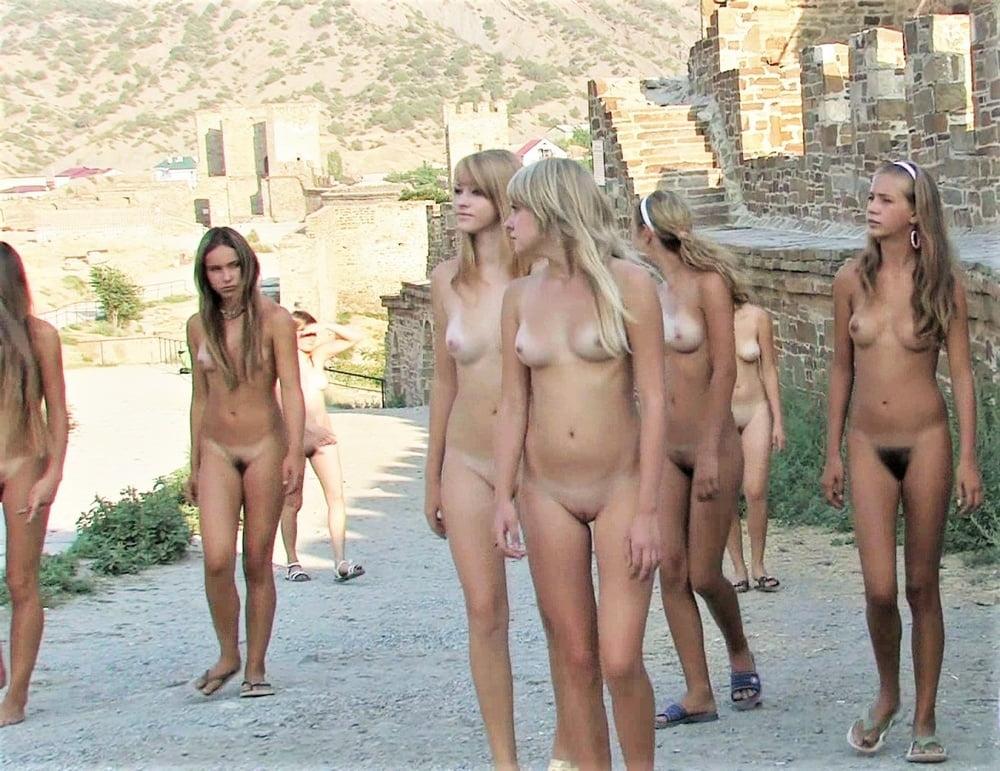 Секс фото голые девушки на экскурсии