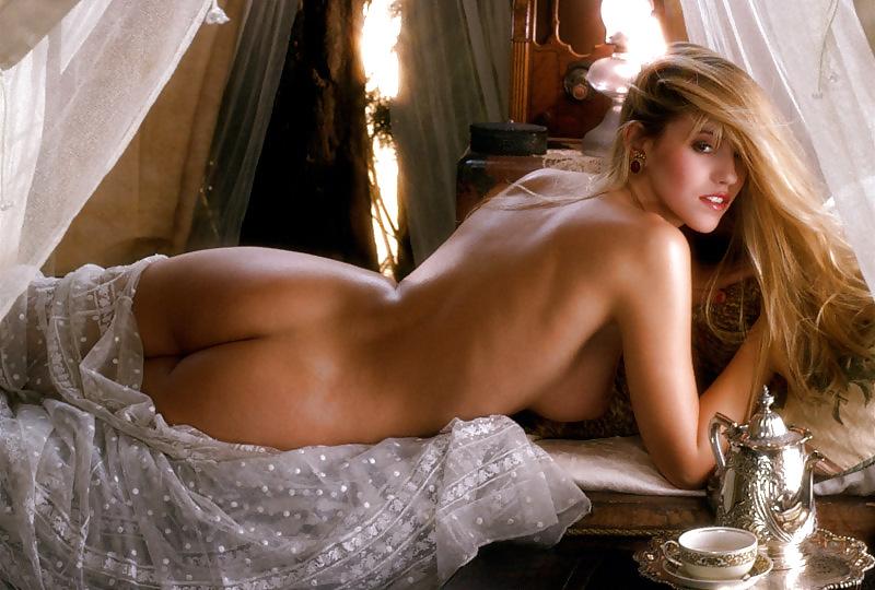 Lisa Henni  nackt
