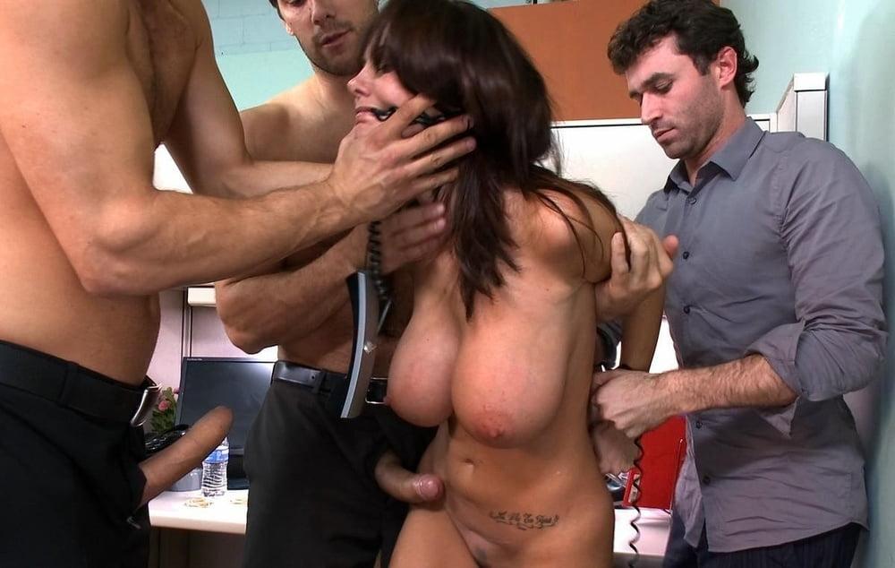 Взрослая мулатка с большими дойками порно фото