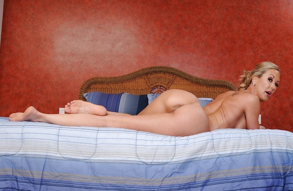 Обнаженные Женщины В Спальне