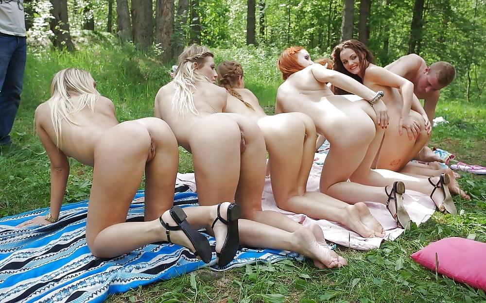 Молоденькие голые девки устроили дикую оргию с кавалерами