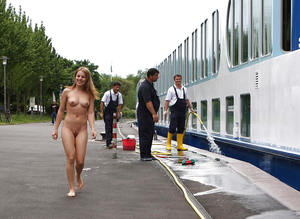 gallery-public-nudity