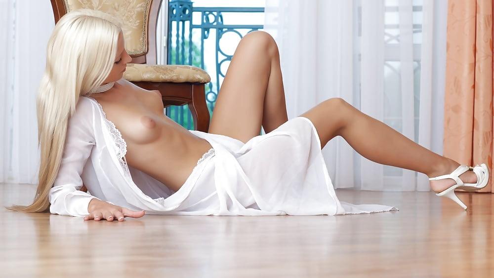 блондинка в белом халате порно порно-актер, которого