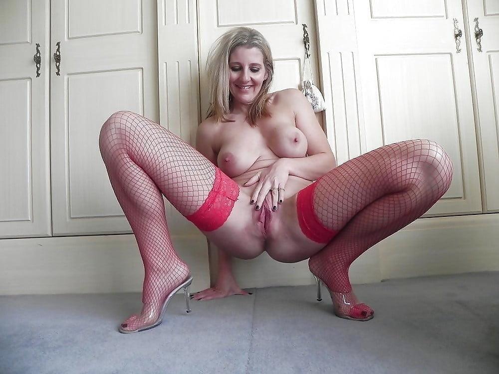 Жена в непристойных позах порно фото