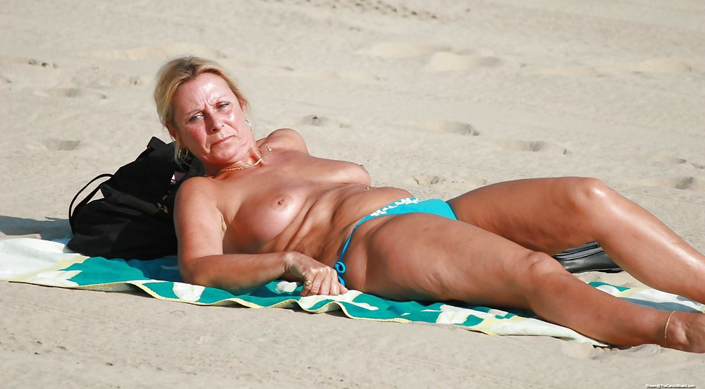 girls-old-women-with-topless-tans