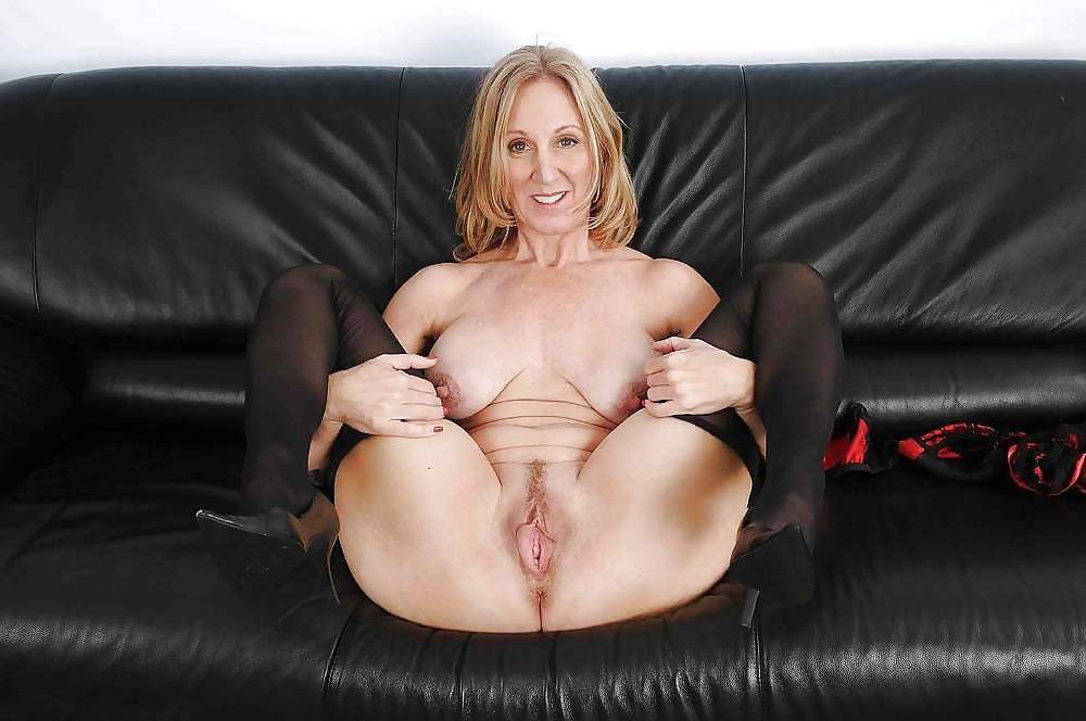 mature-nude-moms-leg-girl