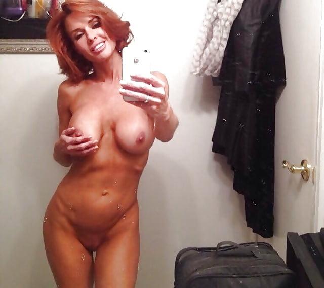 cougar-selfies-nudes-naked-ametuer-desi-girls