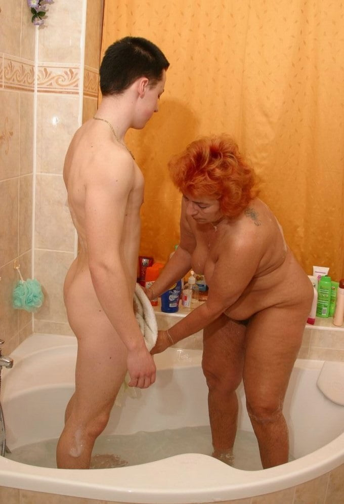 naked-mom-and-son-in-shower-retro-hustler-nude-models