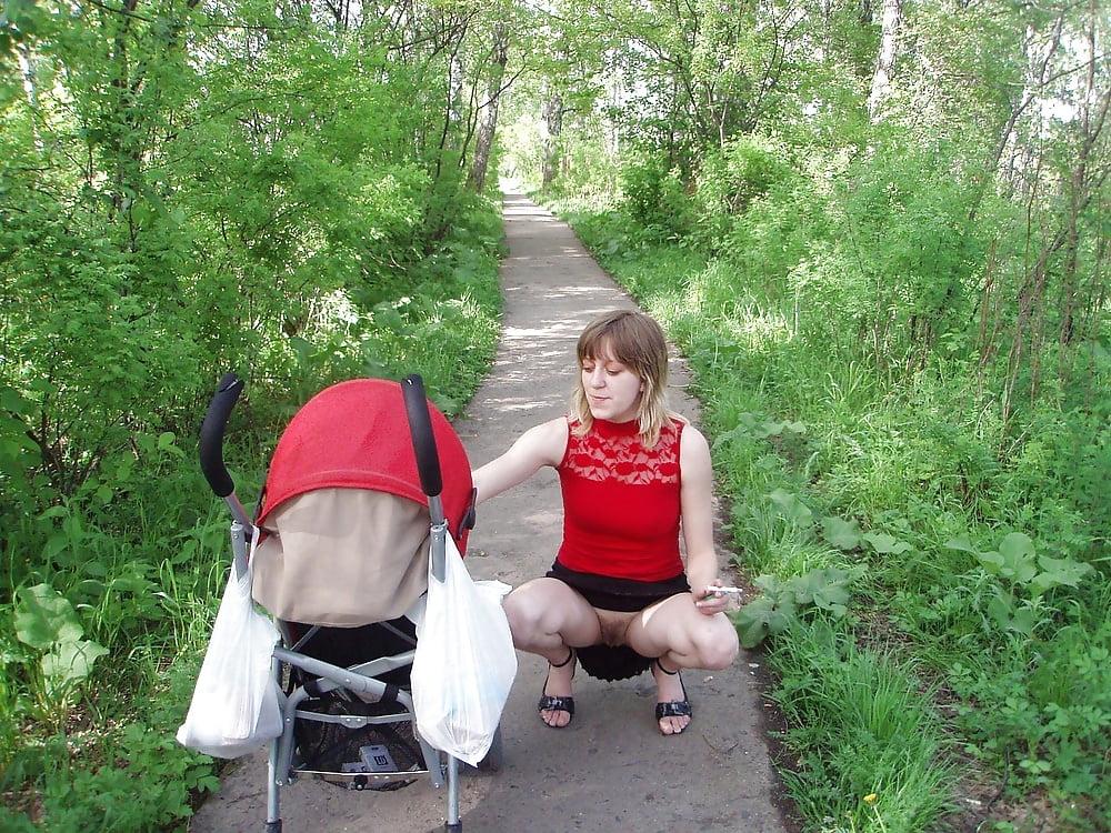 Фото без трусов на улице с коляской, личное видео подборка сперма на лицо аш затошнило