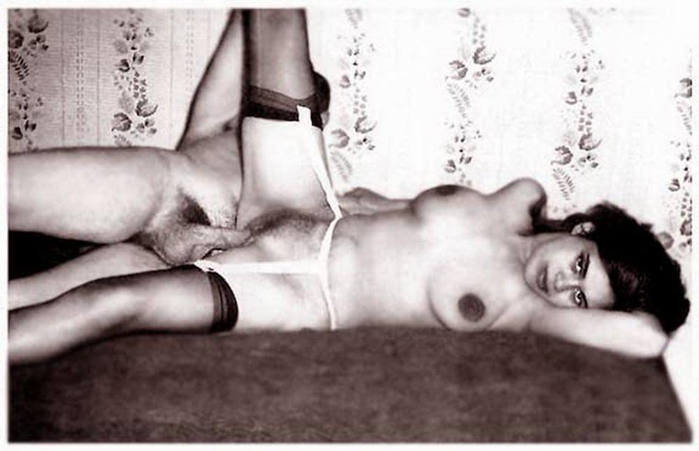 Порно ретро фото со сценами полового акта