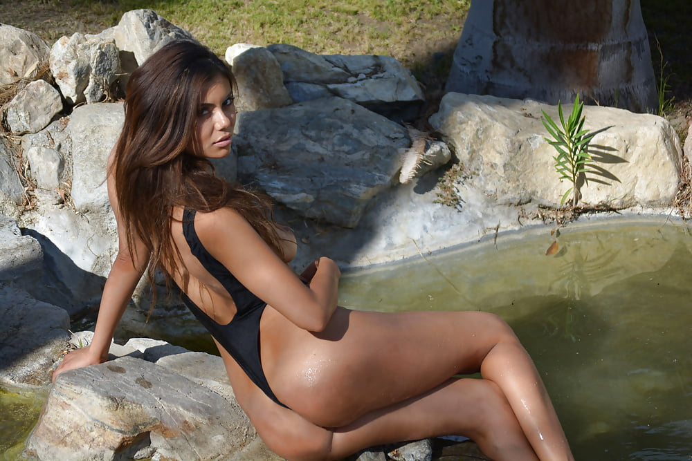 topless-bathing-suit-pictures