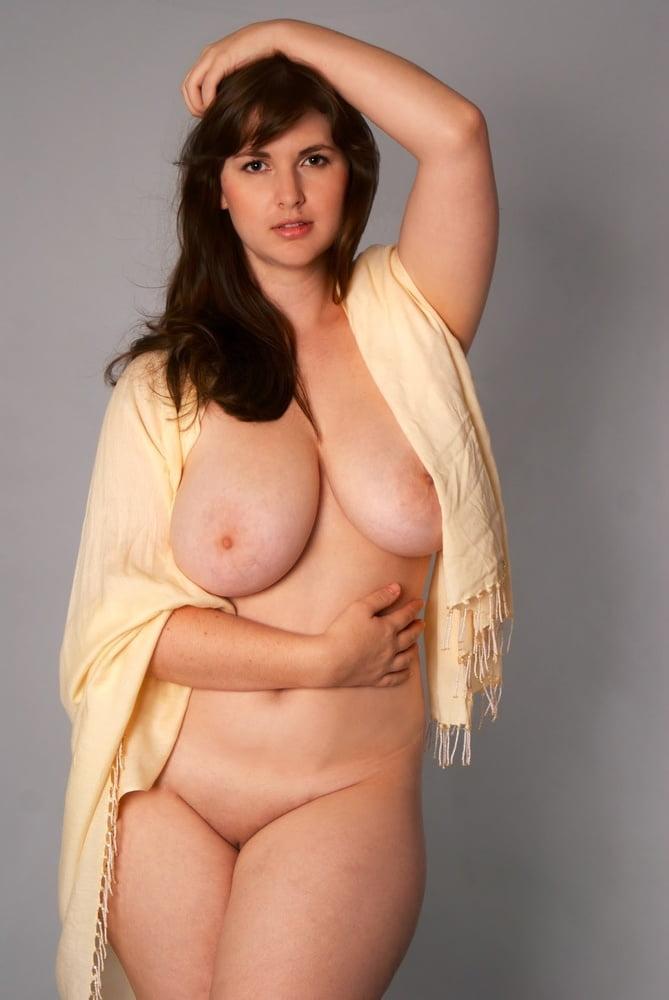 hot-naked-voluptuous-women-how-do-you-deep-throat-a-dick