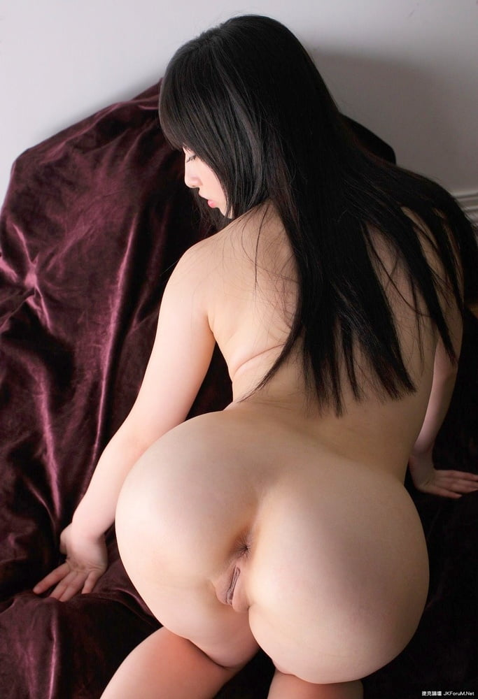 Asian girl nude butts — pic 10
