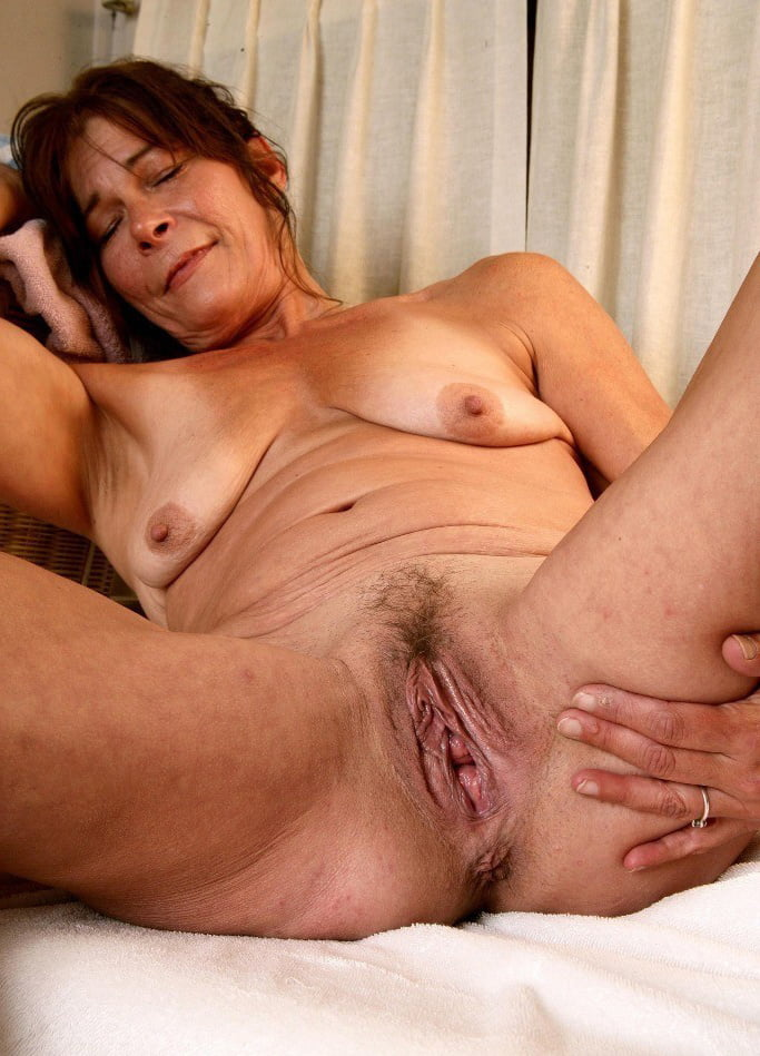 Grannys old pussy lips pictures, old thai woman porn