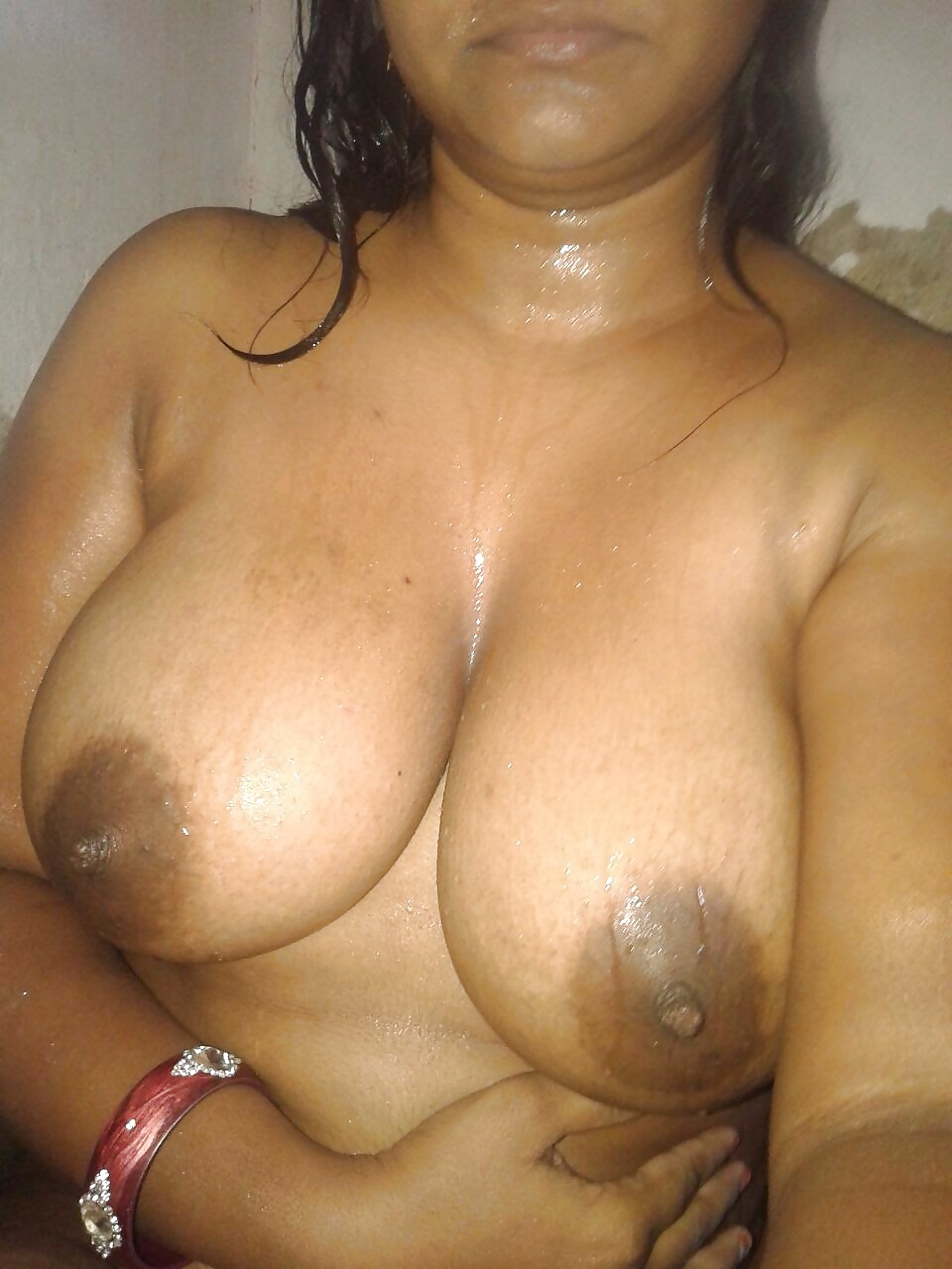 Indian tamil aunty boob show pissing and pussyfingering clip