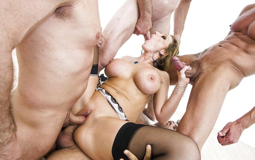 жесткое групповое порно на ютуб
