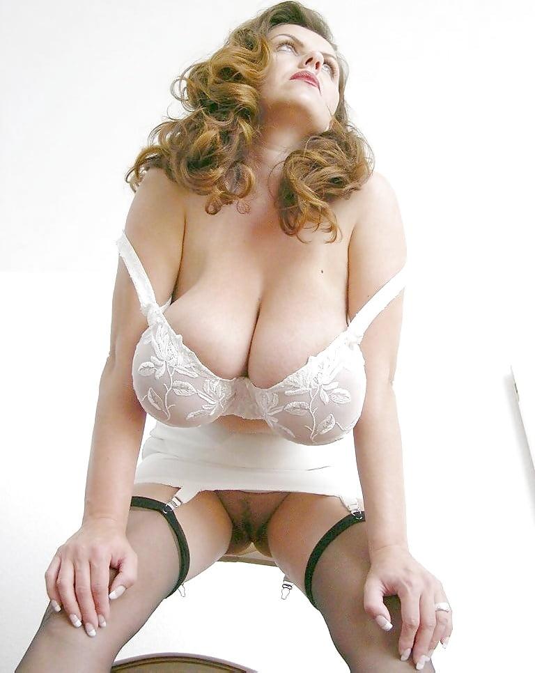 Порно фото баб в лифчиках