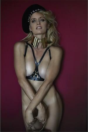 Justine Mattera  nackt