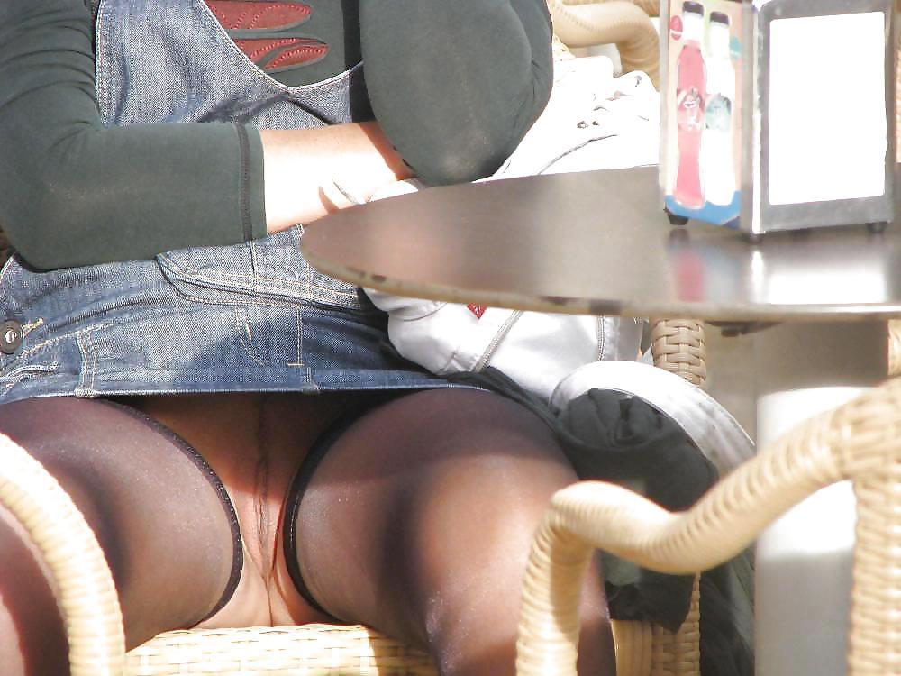 буду вдаваться снял подругу под юбкой под стола смотреть потом