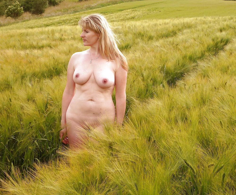 Ебут онлайн сельские бабы голышом фото