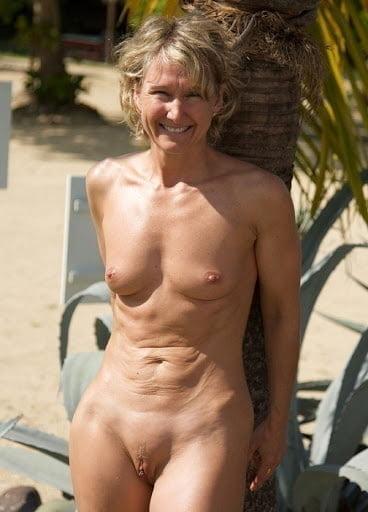 Beautiful naked mature women