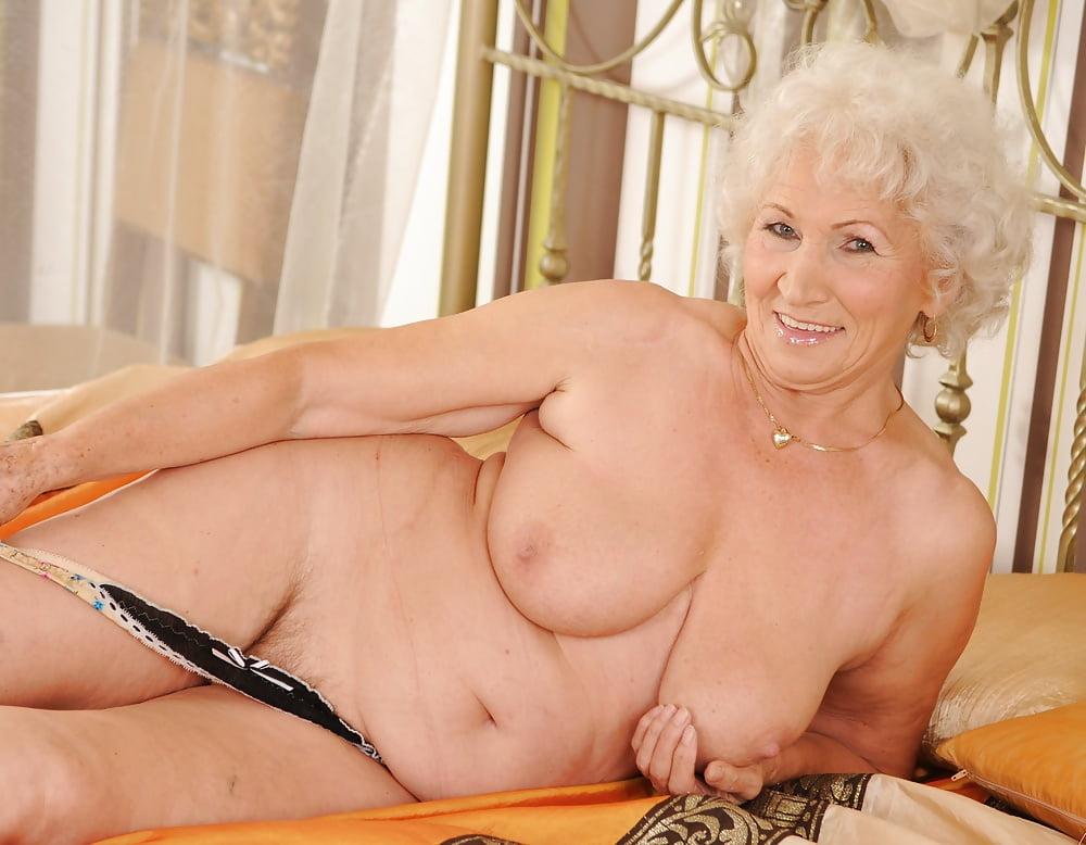 девушки большими порно фото старушки сисястые собирался
