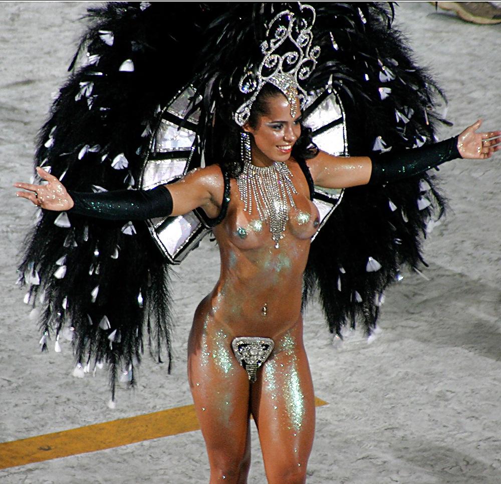 Nude on rio women