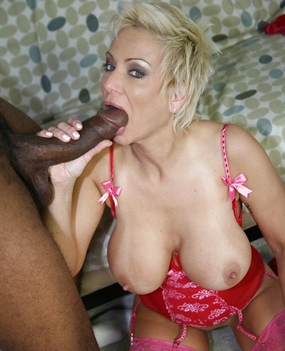 Black Milf Porn And Nude Ebony Cougar Galleries