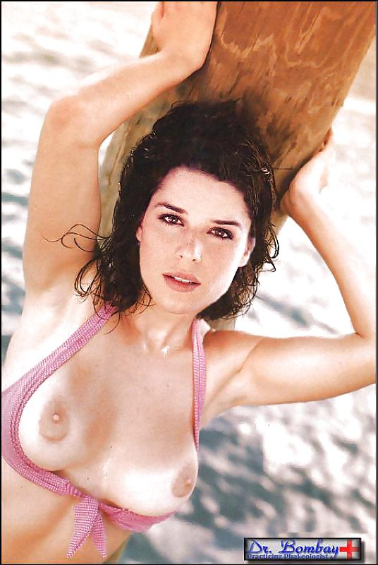 Neve campbell naked celebritys