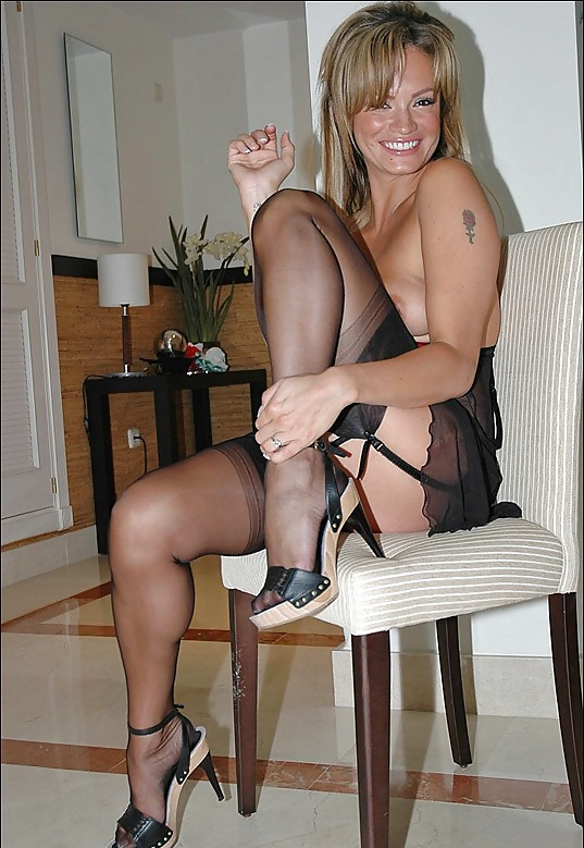 Sexy nude milfs in heels and nylon
