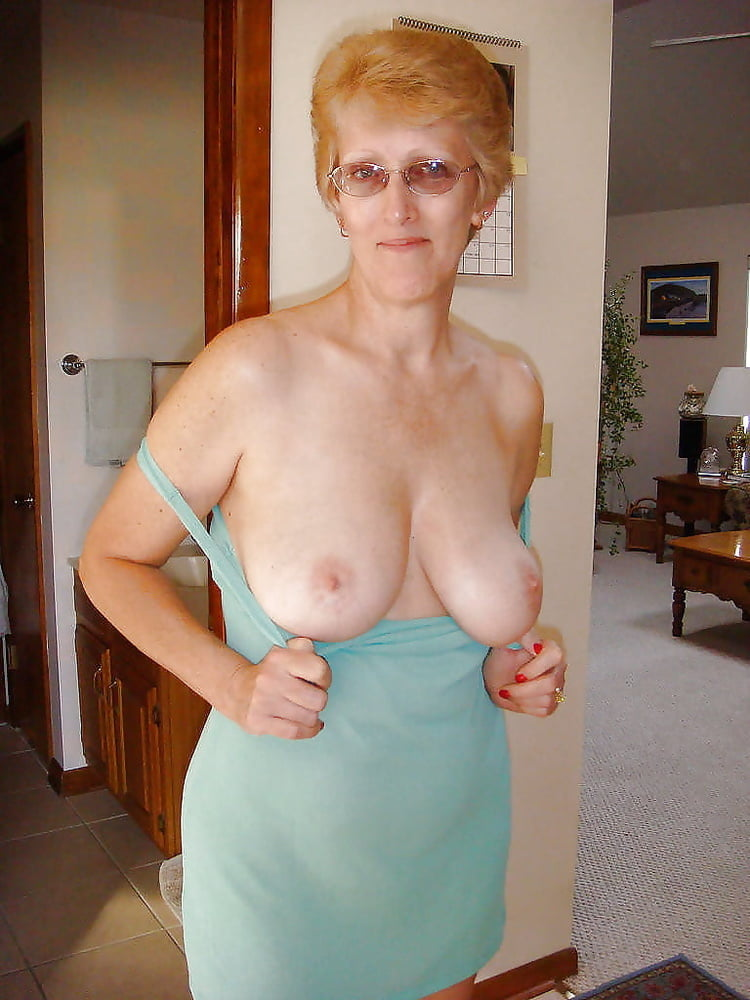 Mature flashing boobs