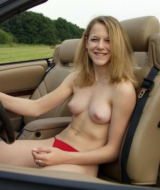 candid-nude-in-car