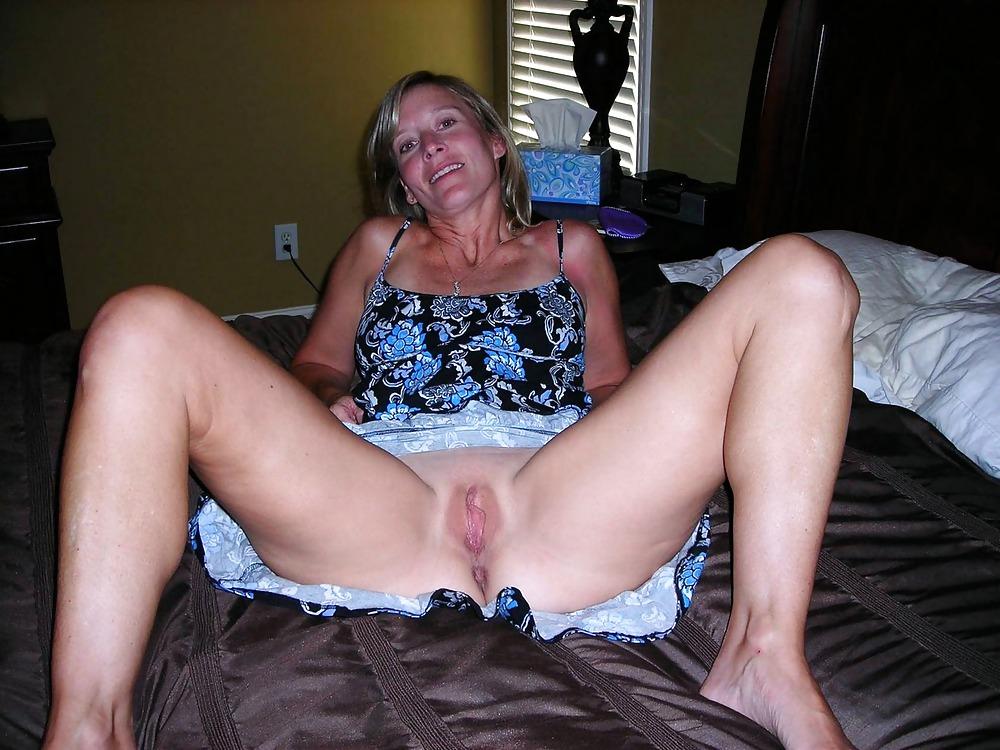 Real amateur wife posing spread pussy selfie