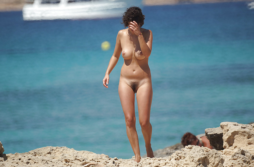 nude-beach-in-puerto-rico-kaif-hips-nacked