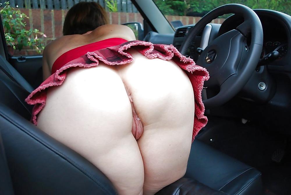 Тетка с большой жопой в юбке порно, массажист дрочит парню