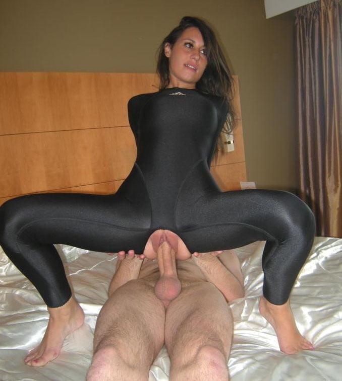 порно девушки в обтягивающих лосинах сисек сосков