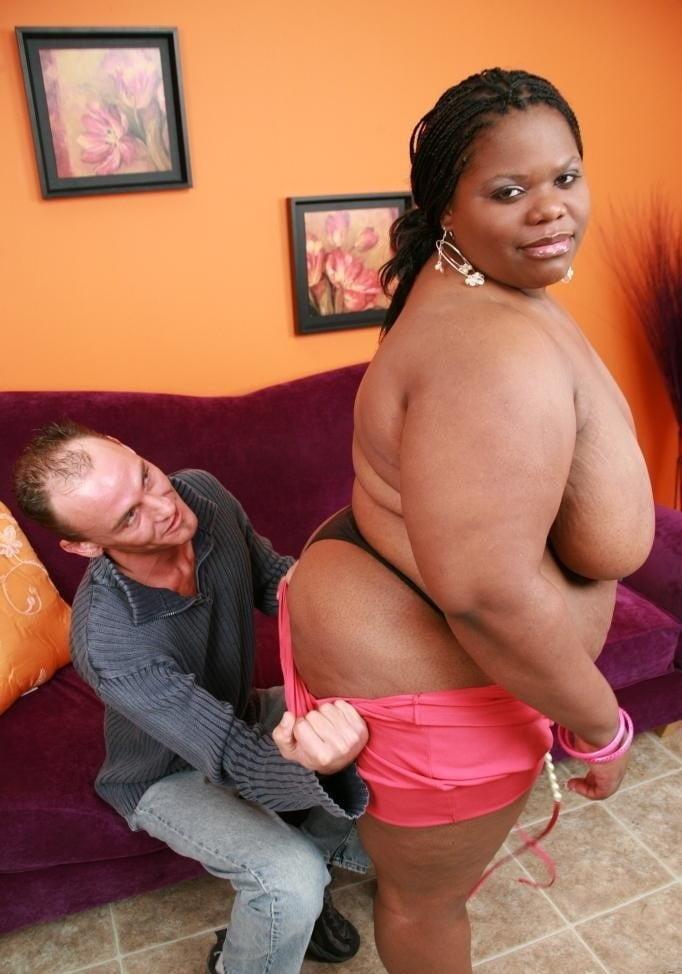 Чувак наслаждается толстой негритянкой, смотреть порно с самыми красивыми звездами