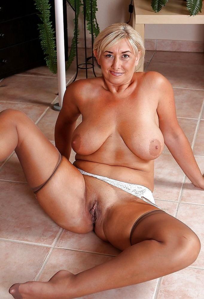 foto-golih-pornozvezd-v-vozraste-smotret-v-zhopu-porno