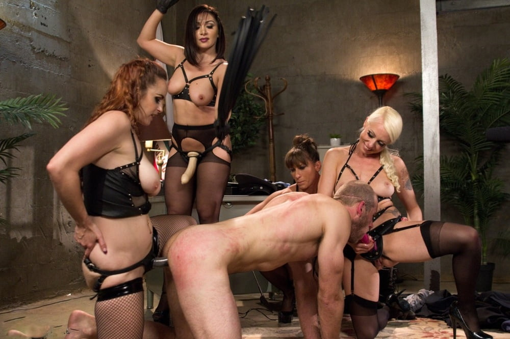 Huge strapon pegging orgy
