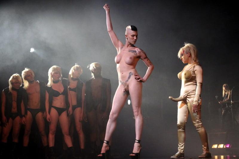 Nude ladies in opera — img 6