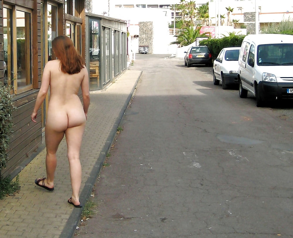 Flashing her perfect naked ass in public place in airport