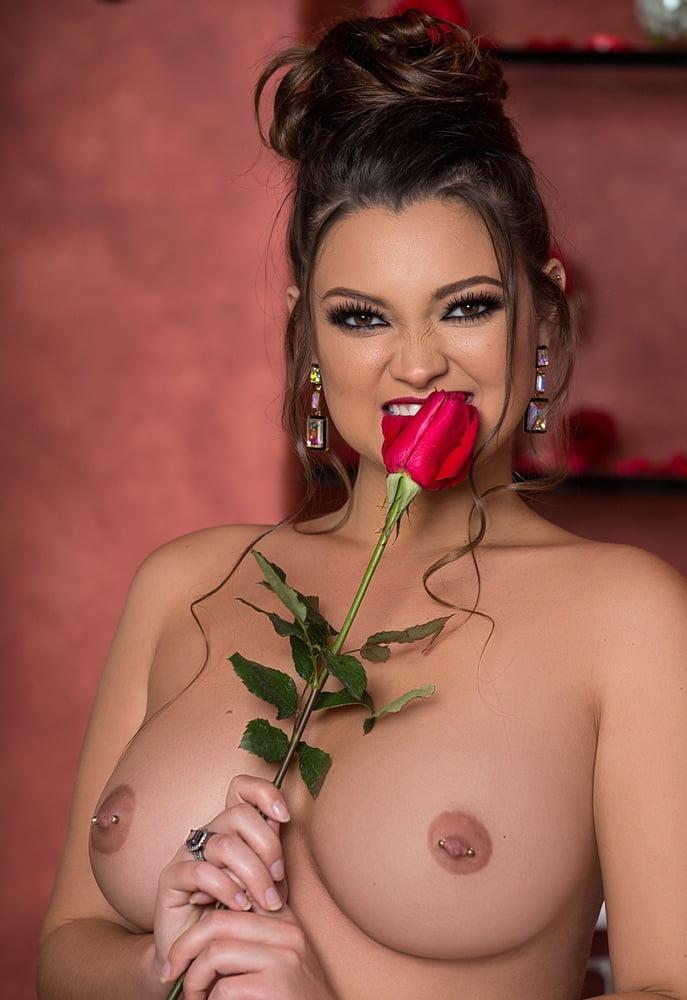 Роза смотреть эротика
