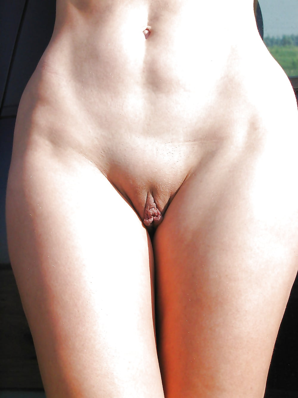 chastnoe-foto-devushek-vidno-genitalii-russkiy-seks-starushkami