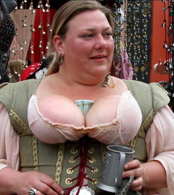 renaissance-fair-nipples-laura-zerra-fully-nude
