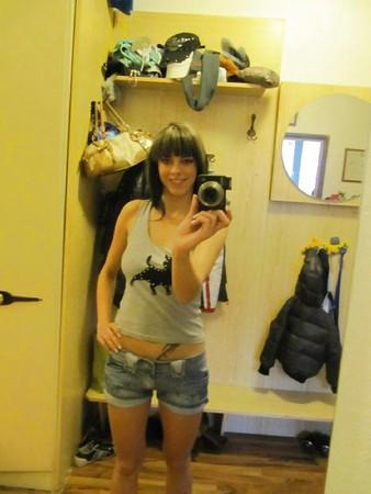 sexy teeny strip vor dem spiegel