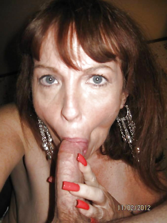 Развратная зрелая дамочка любит большой член