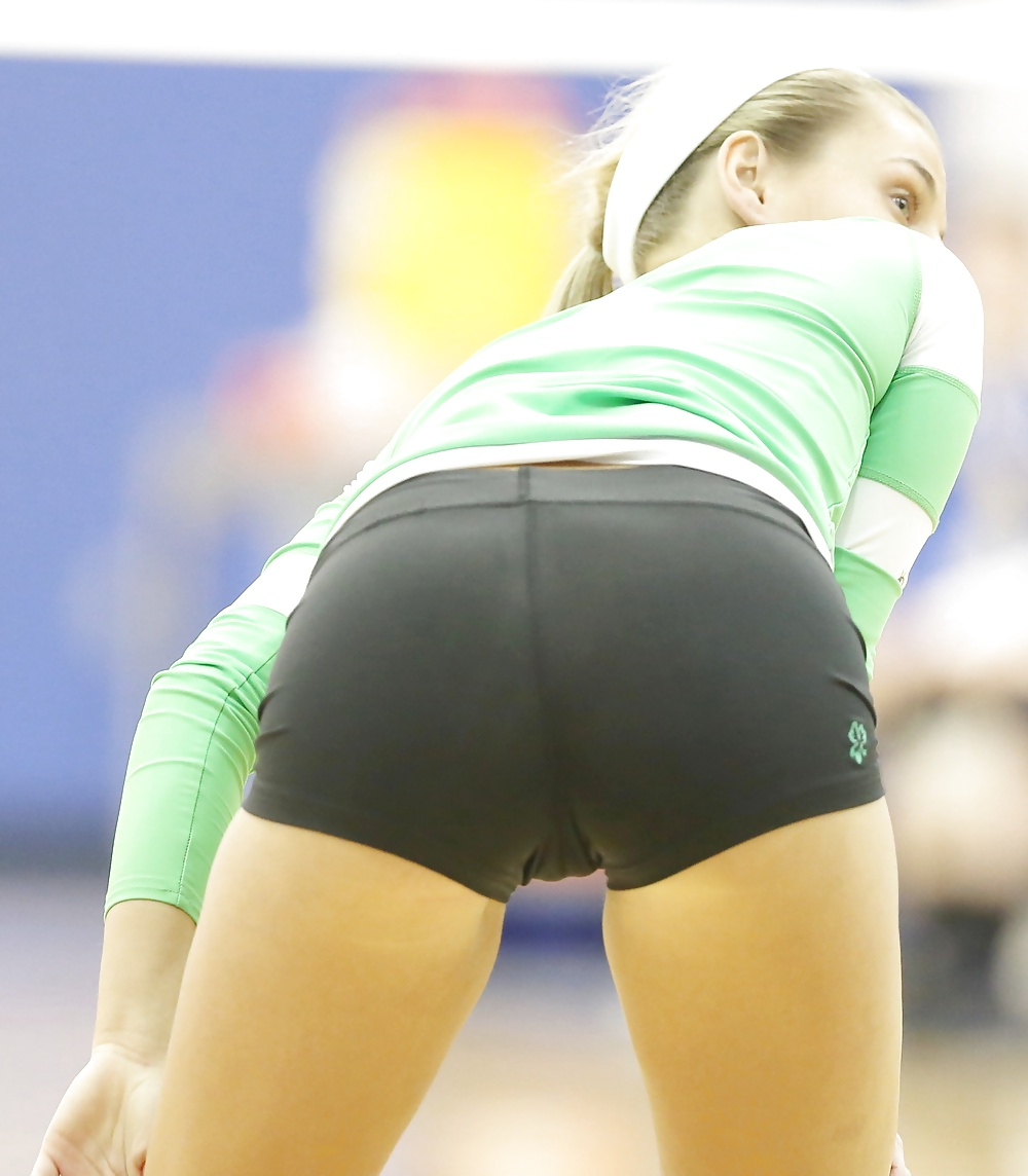 Volleyball Player Shows Some Pussy