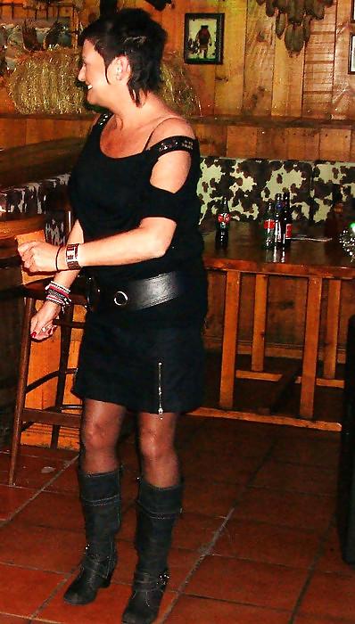 Dirty facebook mom in pantyhose en short skirt