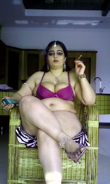 Nude mature chubby women