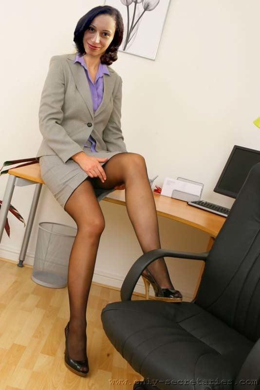 секретарь отлизал у начальницы этого